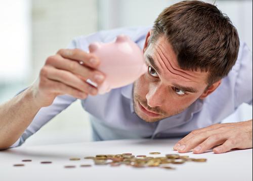 お金が無いから何も出来ないと言っている人間は、 お金があっても何も出来ない人間である